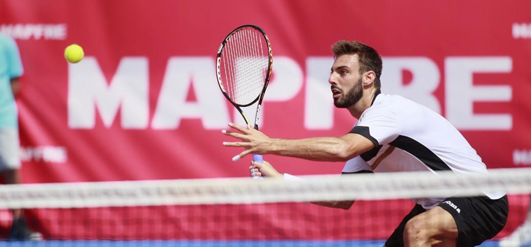 El español Marcel Granollers ha perdido ante el ruso Evgeny Donskoy en la primera semifinal del ATP Challenger-Open de Castilla y León, que ha abierto el cuadro masculino en la jornada de hoy, en El Espinar el 8 de agosto de 2015.  WHITEPRESSFOTO/ALBERTO SIMON